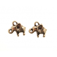 Ciondolo a forma di elefantino piccolo bombato 13x9 mm.