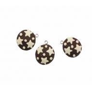 Biscotto tondo piatto al cioccolato con stelline bianche, in gomma, 22 mm., con anellino in metallo